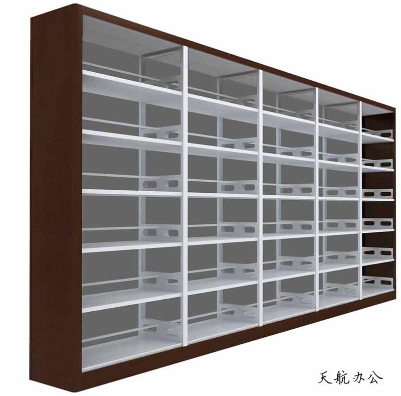 图书馆用书架通常为框架结构:由底框、立柱、搁板、挂板、顶板、侧护板等部分组成。通常双面书架护板宽度为450-500mm;单面书架护板宽度300-400mm。两层搁板之间为层高,通常尺寸为320-350mm。书架节型、架高、架宽、层数和组数均可根据客户要求进行调整订制。一般书架以3-6层较为多见。其中6层书架高度通常为:2150mm;架长:900-1000mm。底框一般为分段组合式,具有对接与互换性。搁板以扣挂的方式与挂板结合,组合后平稳牢固,层与层的间距根据需要可自由调整。每层搁板必须承重均匀,单面承重为