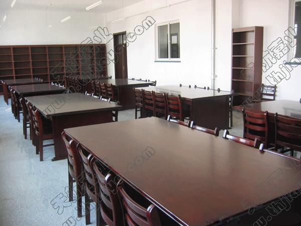 木制阅览桌1